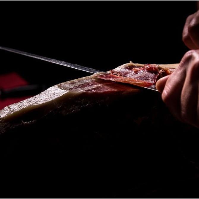 ¿Cómo son los cuchillos jamoneros?