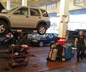 Interior del taller de vehículos