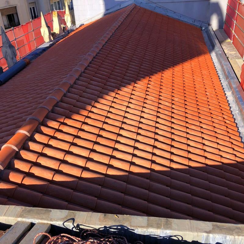 Cobertura de teja mixta para rehabilitación de tejado en Santander.