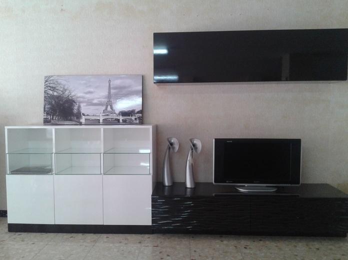 Mueble salón madera 3.05 metros, lacado en blanco y chocolate, color único  1.300 €
