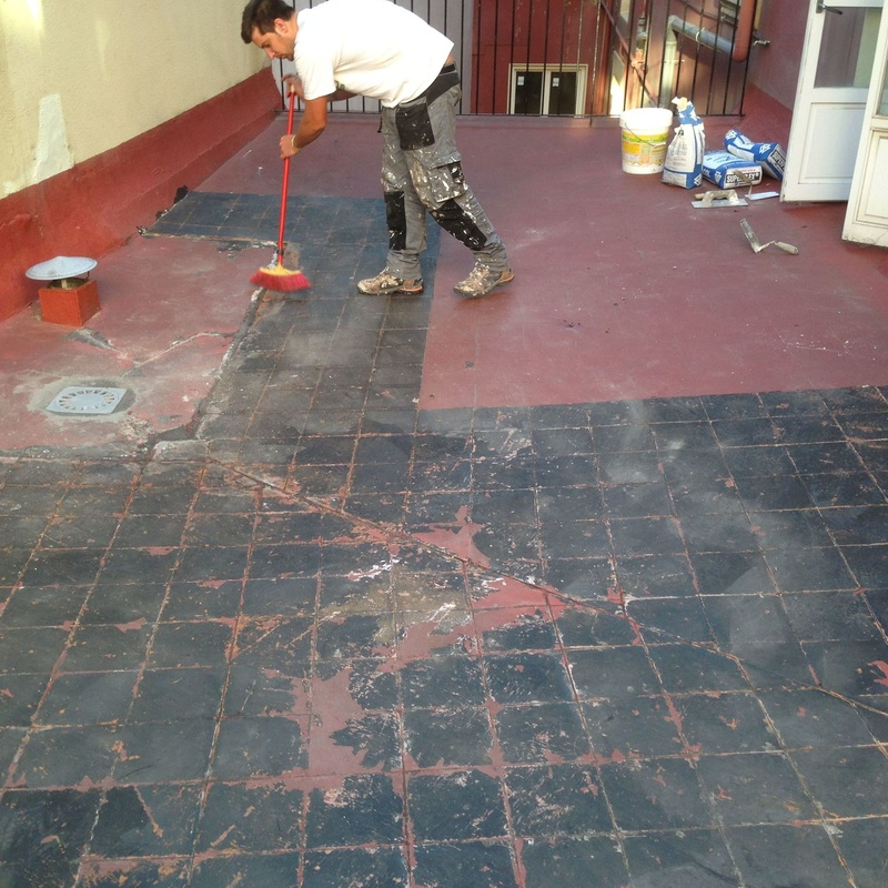 Tratamientos previos de limpieza y desinfección en terrazas.
