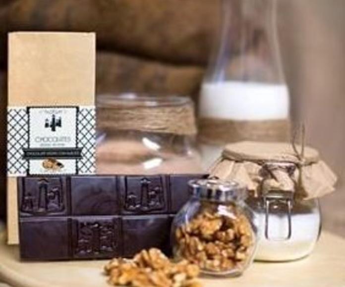 Tableta de chocolate negro con nueces 70%: Nuestros productos de Chocolates Sierra Nevada