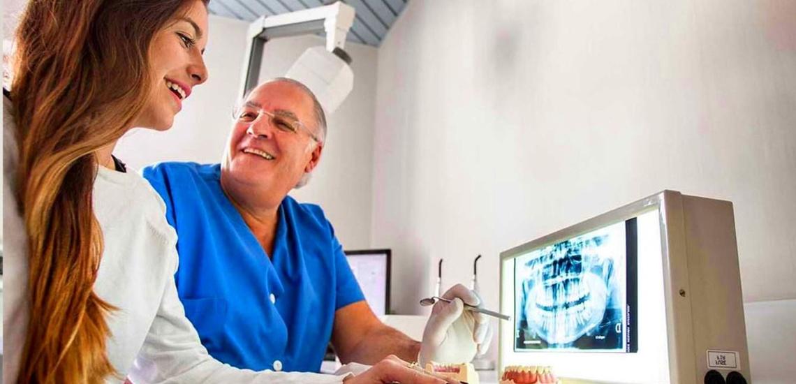 Clínica con especialistas en implantes dentales en Oviedo