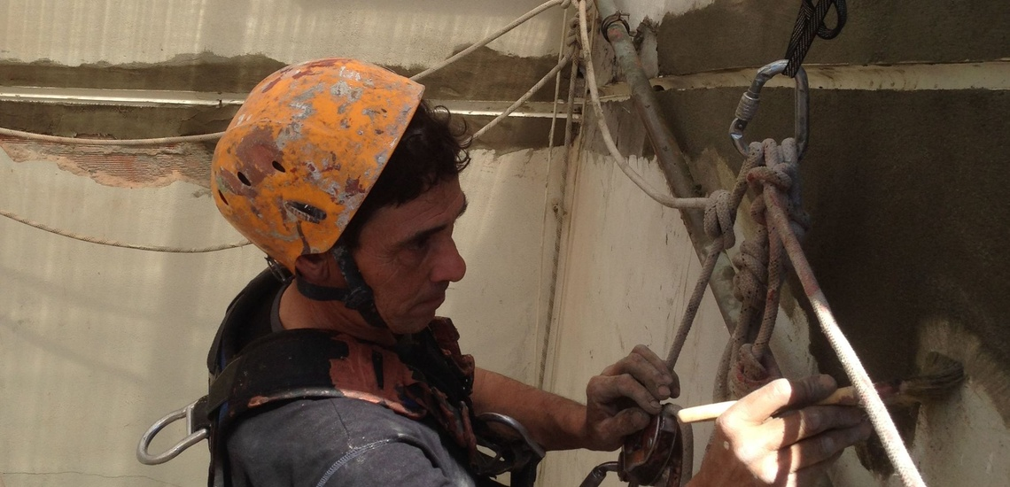Reparación de fachadas en Torrelavega: junta de dilatación