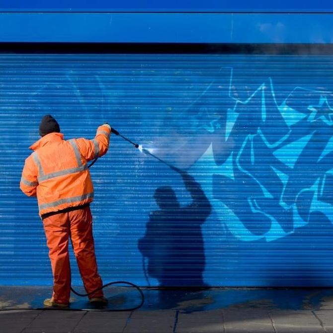 Elimina los grafitis de tu fachada o escaparate