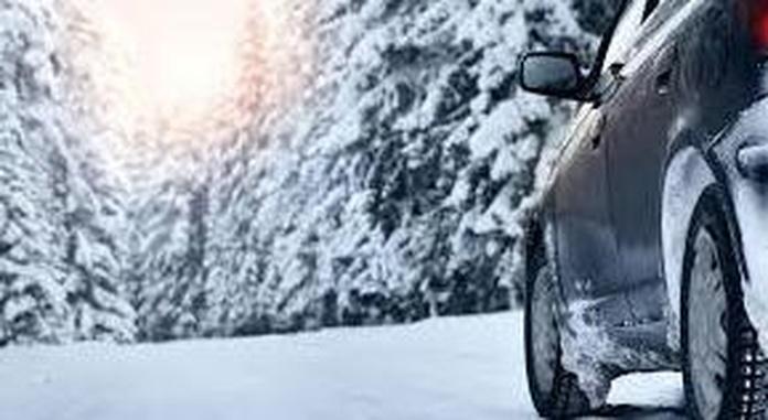 Conducir con nieve: consejos para saber preparar el coche y cómo reaccionar si nos pilla la nevada