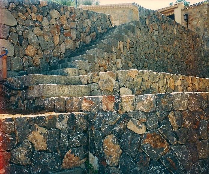 escalera en piedra natural sobre bancales