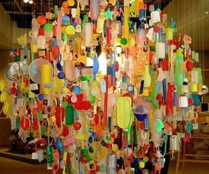 La luz del reciclaje: increíbles lámparas hechas con botellas de plástico