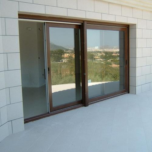 Obra privada, elevadora corredera (mitacion madera nogal)