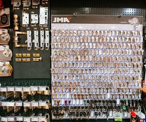 Duplicado de llaves y mandos en León, C/ Arquitecto Ramón Cañas del Río