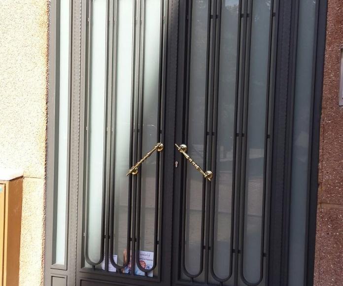 Puerta de Portal de hierro / Cerrajería Peña en Madrid