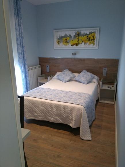 Habitación individual o matrimonial con baño privado.: Habitaciones de Hostal Alegría