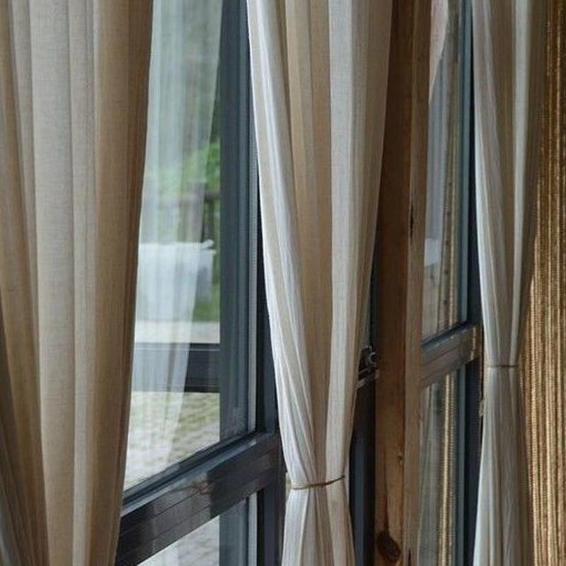 Limpieza de cortinas: Servicios de Tintoreria Bugaderia Ninot