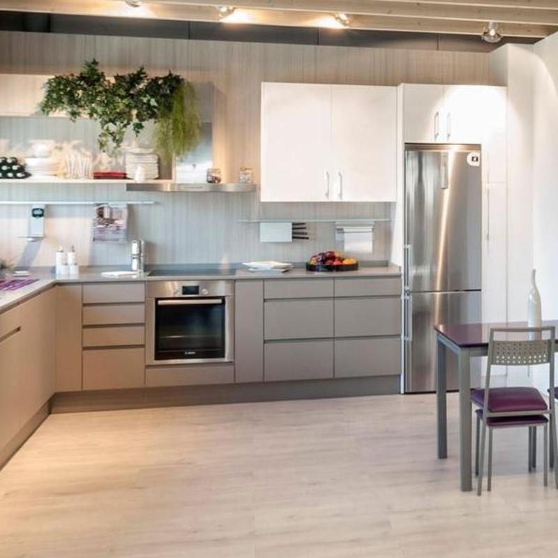 Cocina Delta mod. Sena, Ibiza & Tudela - Modelo de la imagen en polilaminado gris piedra.