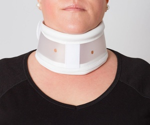 COLLARIN CERVICAL RÍGIDO REGULABLE EN ALTURA
