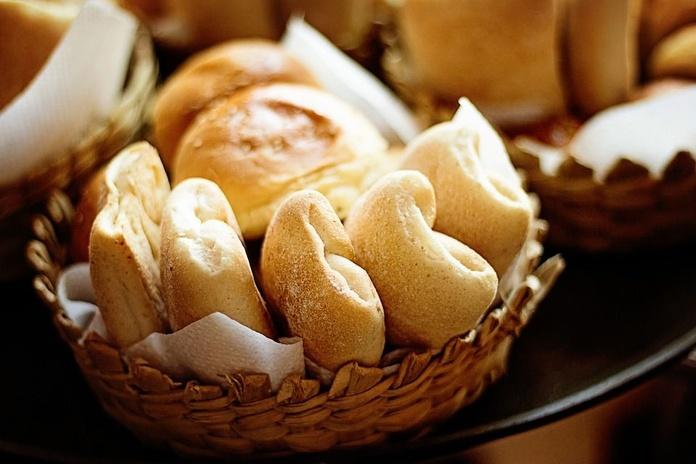 Salsas y Panes: Nuestra Carta de La Tertulia de Unha