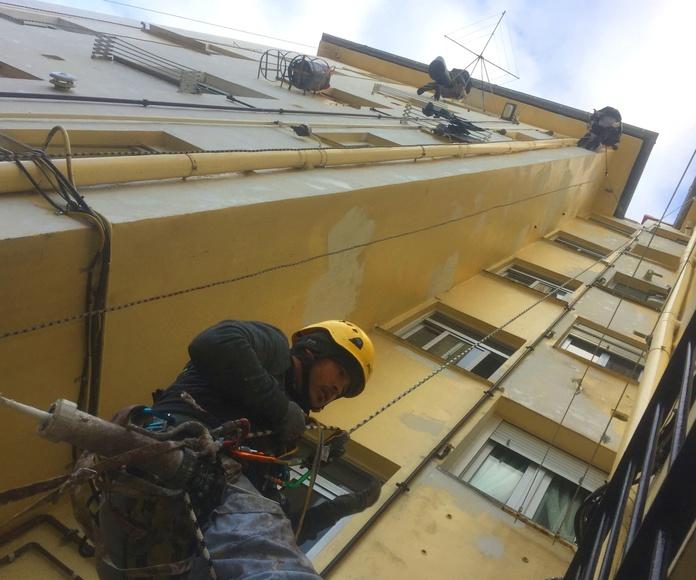 Sellado de carpinterías y marcos de ventanas.
