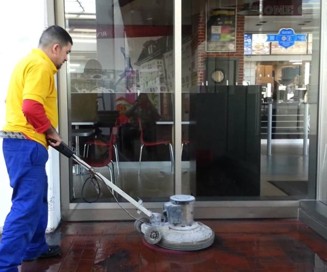 La limpieza de los pavimentos en los comercios
