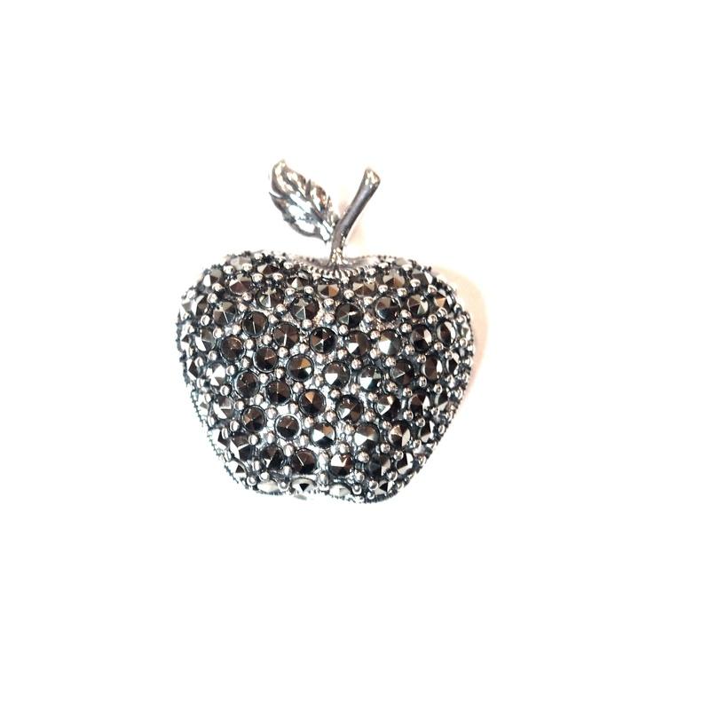 Broche Plata de 1º ley con forma de manzana y marcasitas  AB-341/00: Catálogo de Antigua Joyeros