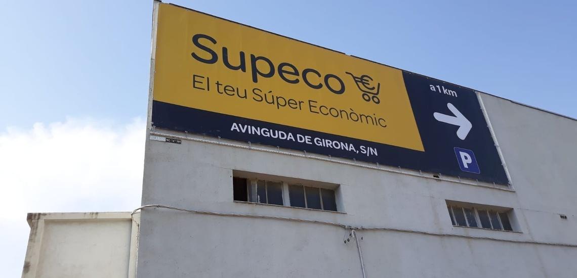 Lona de publicidad vertical para captar compradores