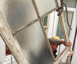 Cómo ahorrar energía instalando dobles ventanas en su edificio