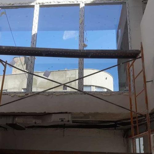 Colocación de ventanales con andamios