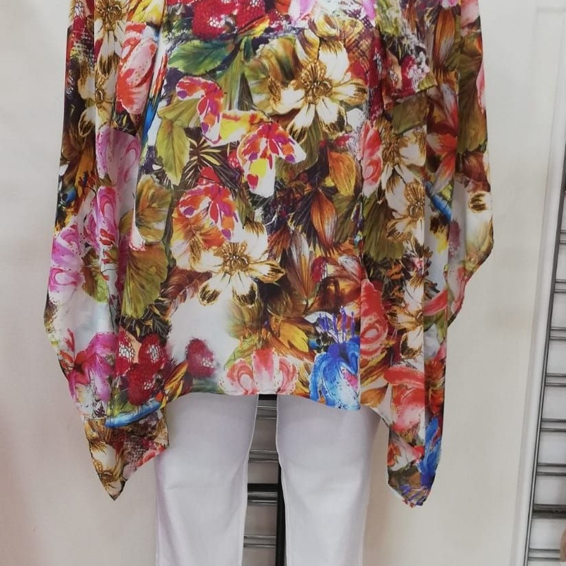 Blouses: Clothing and accessories de Gumer Fuengirola