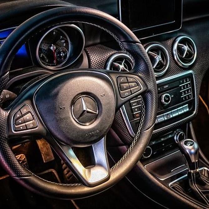 La importancia del color negro en el interior de un coche