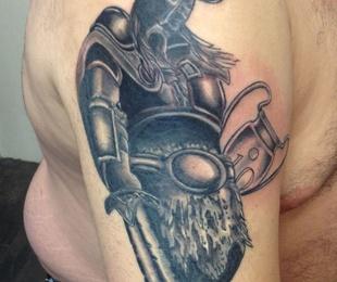 Tatuajes, sombras y grises
