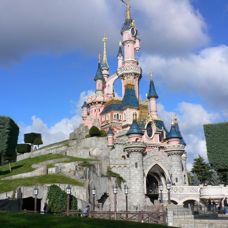 Disneyland París: Destinos de Lucy Class Travel Tour