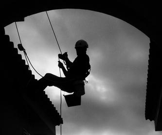 Trabajos en patios de luces: Trabajos verticales  de Verticales Totaltura S.L.U.