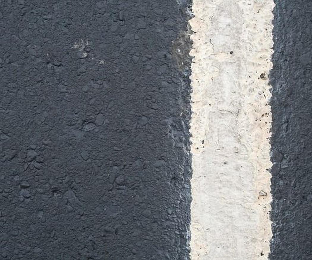 ¿Por qué se usa el asfalto en las vías?