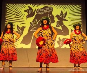 Noche de danza del vientre en el Teatro Príncipe Felipe de Tegueste