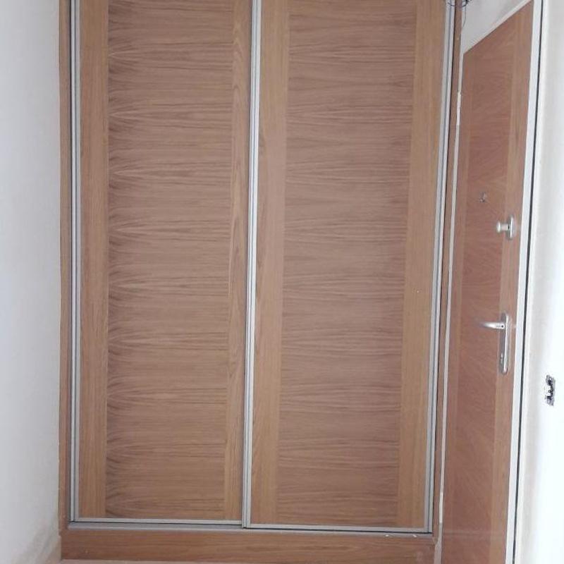 exterior armario empotrado acabado en roble veta horizontal