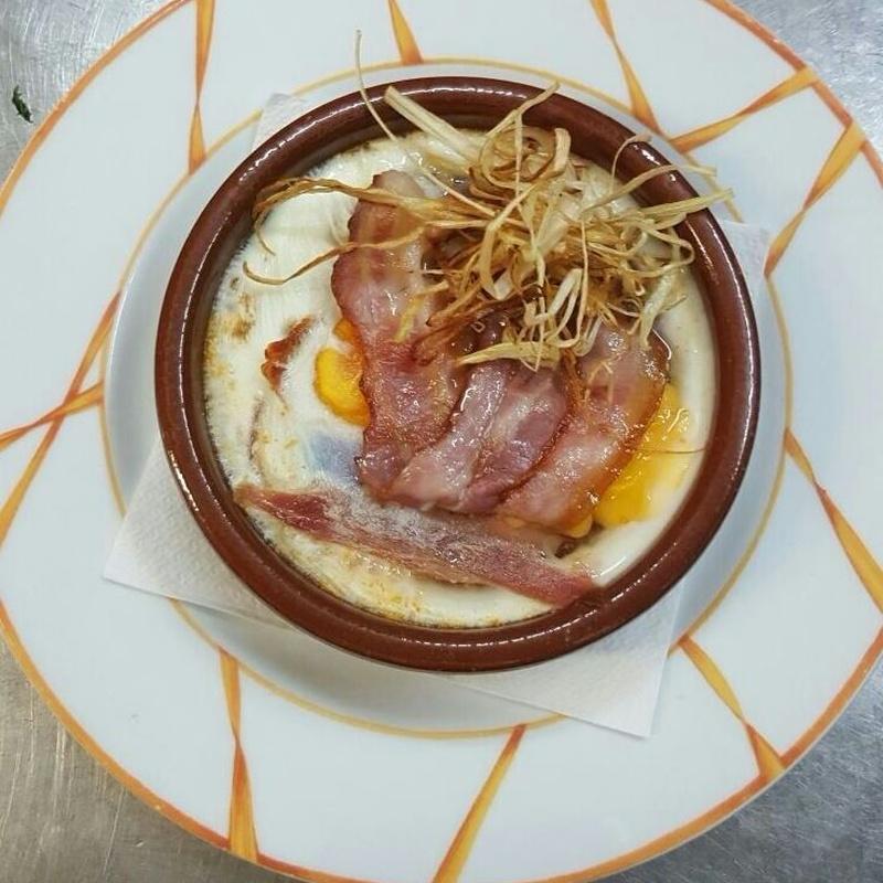 Huevos al plato con bacon