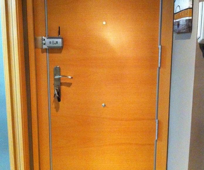 cerradura invisible accionada mediante control remoto