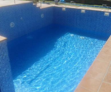 Revestimiento de piscinas con lámina de PVC armada