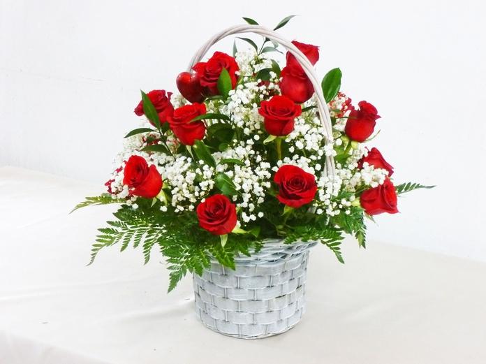 Cesta de 18 rosas