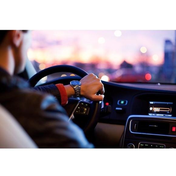 Recogida y entrega del vehículo a domicilio: Servicios de Taller Hermanos Muñoz