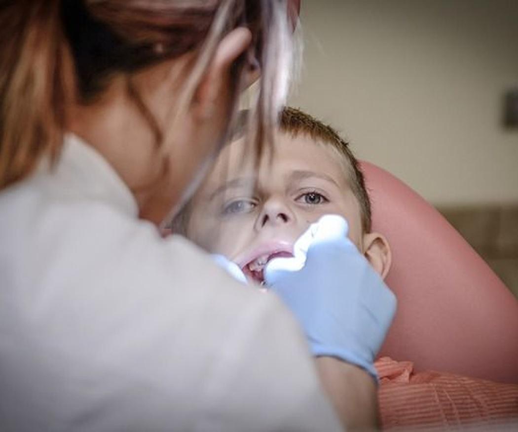 Qué debes tener en cuenta al escoger una clínica dental