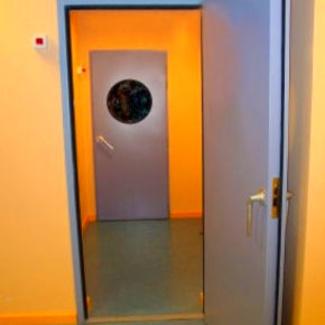 Puerta cortafuegos acústica batiente contra incendios en Valencia/Farem Puertas Automáticas