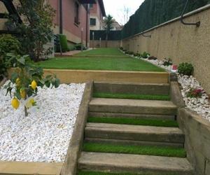 Construcción de jardines con césped artificial