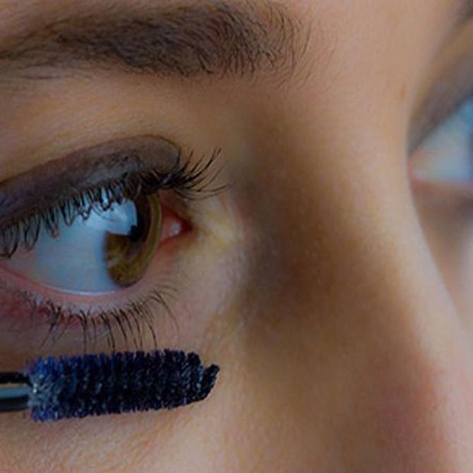 El maquillaje en ojos marrones