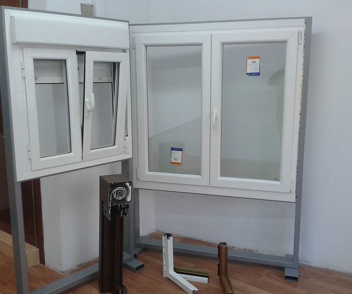 Presentación de ventanas de aluminio oscilobatientes en tienda