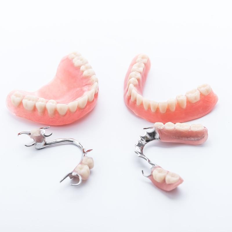 Prótesis fija y removible: Tratamientos dentales de Clínica Dental Álvaro Gómez