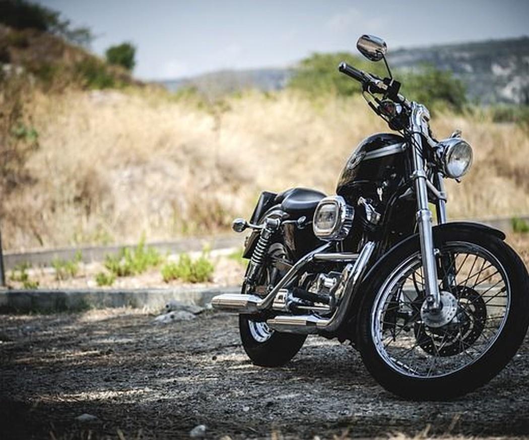 Descubre las mejores rutas para realizar en moto en Madrid