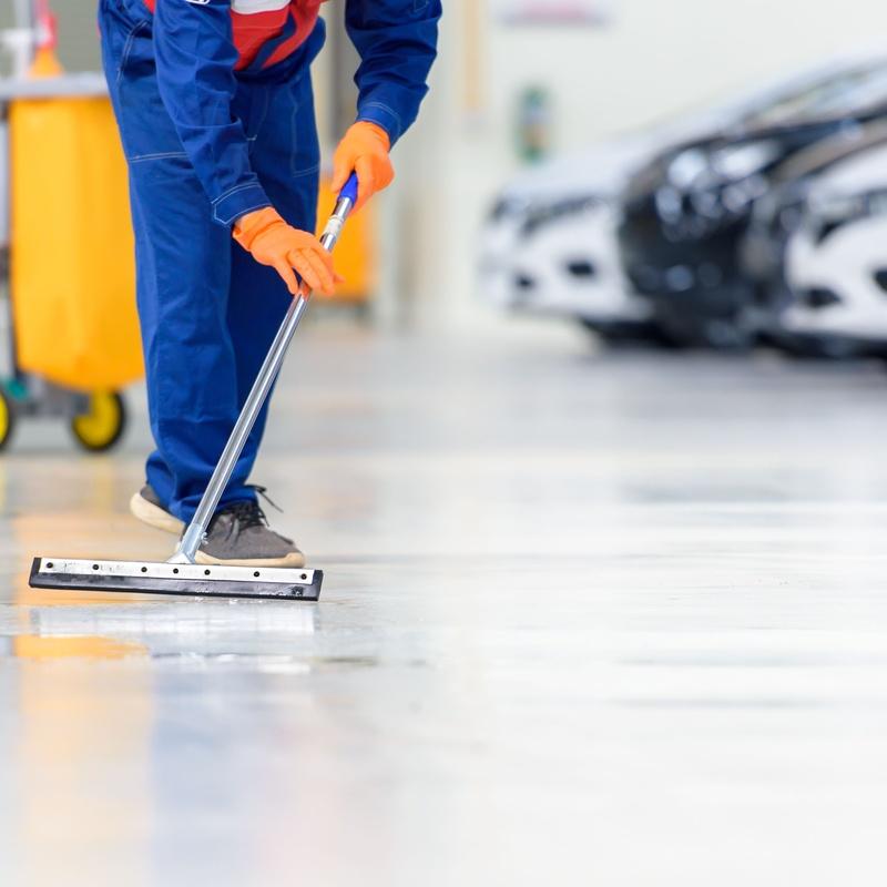 Limpieza de garajes y naves industriales: Limpiezas en general de Limpiezas Lipamas