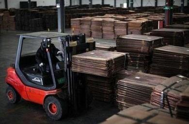 El precio del metal sube. Exportaciones e importaciones de China caen más que lo previsto en octubre