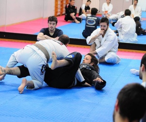 Artes marciales tradicionales en gimnasio Dojo