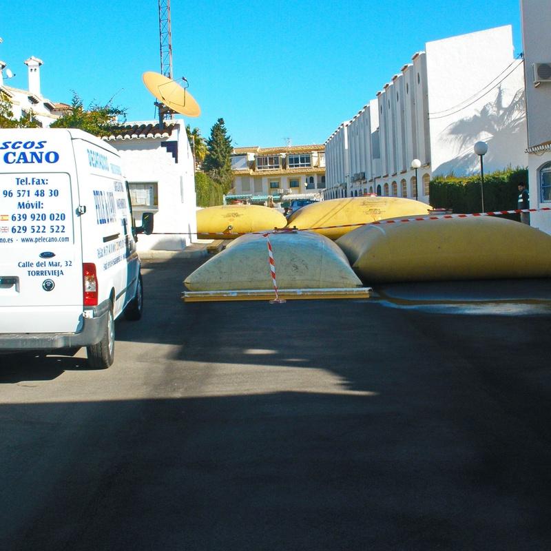 Deposito para almacenar agua de piscinas: Servicios de Pele & Cano Desatascos